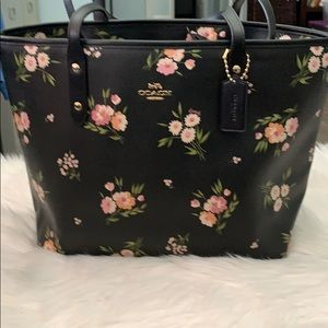 Coach City Zip Tote With Tossed Daisy Print NEW